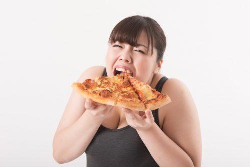 アラフォー女性が食べすぎてしまう理由